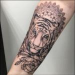 Ein Mandala Tattoo Stilmix mit Realistik